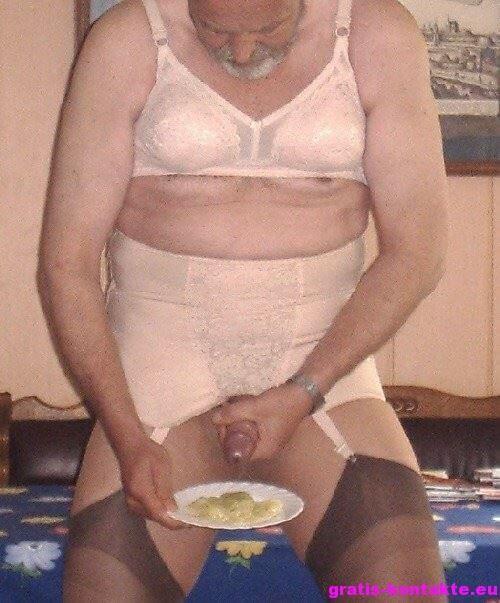 damenwäsche träger pinkelnde frauen bilder